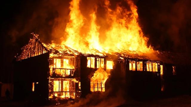 サムネ191229越前市平和町10棟焼く火事