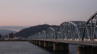 サムネ200207徳島吉野川大橋北詰め応神町水没車